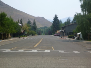 Walnut Avenue in front of the Gold Mine during Beaver Creek Fire